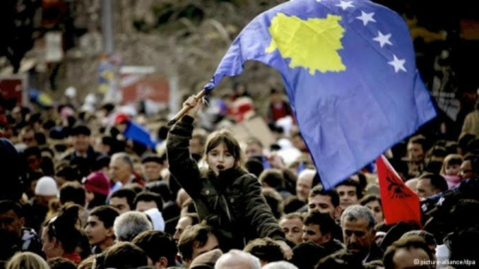 kosovo_flag_girl