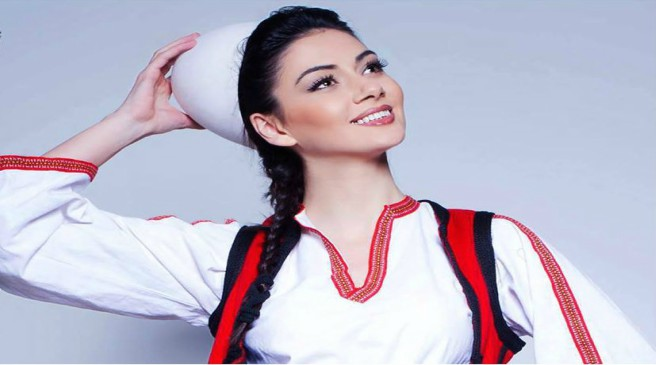Albanian_model_in_Traditional_Costume