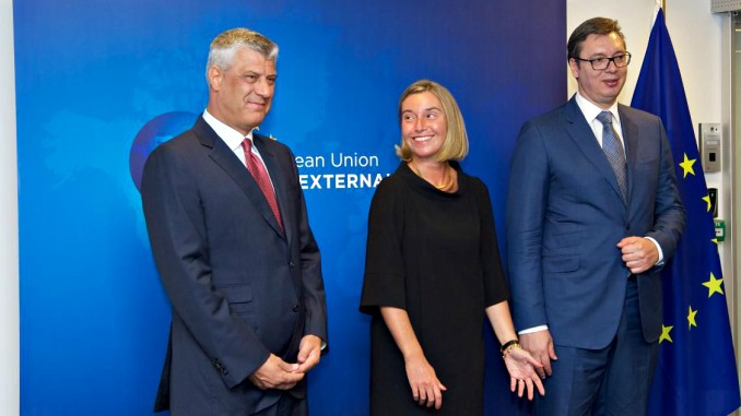EU High Rep Federica Mogherini in the middle of Kosovan President Hashim Thaci (left) and Serbian President Aleksandar Vučić