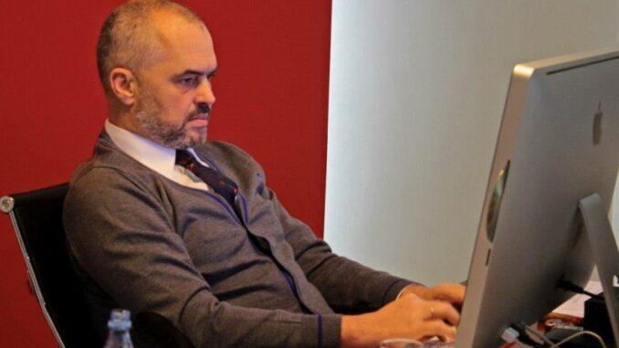 Edi Rama Laptop Facebook Twitter